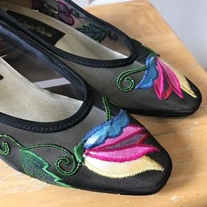Shoes - See-Through Embroidery Low Heel Shoes